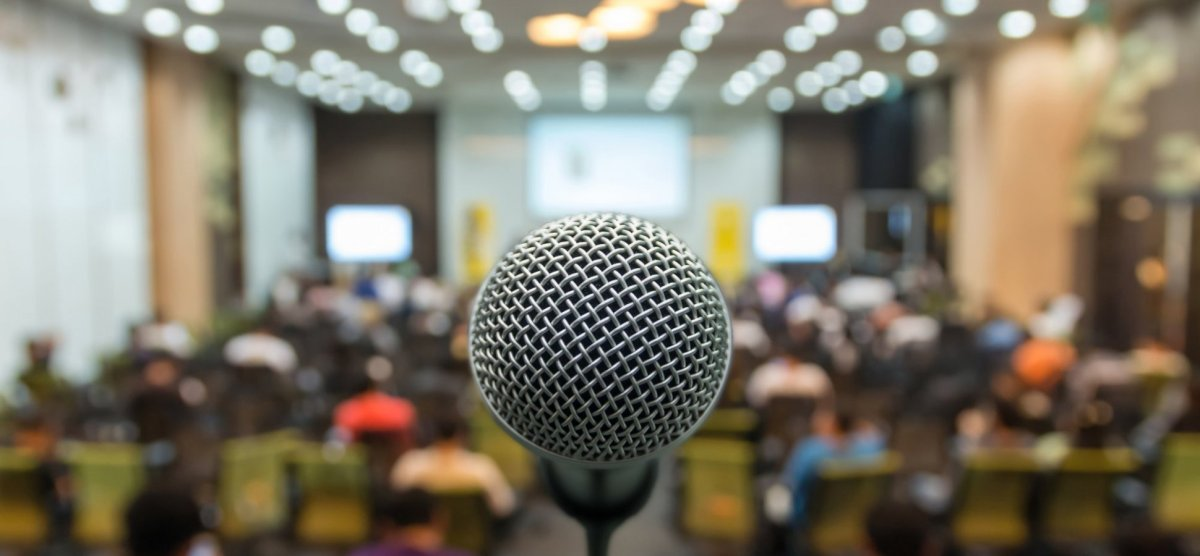 English Corner – The Keys to Public Speaking